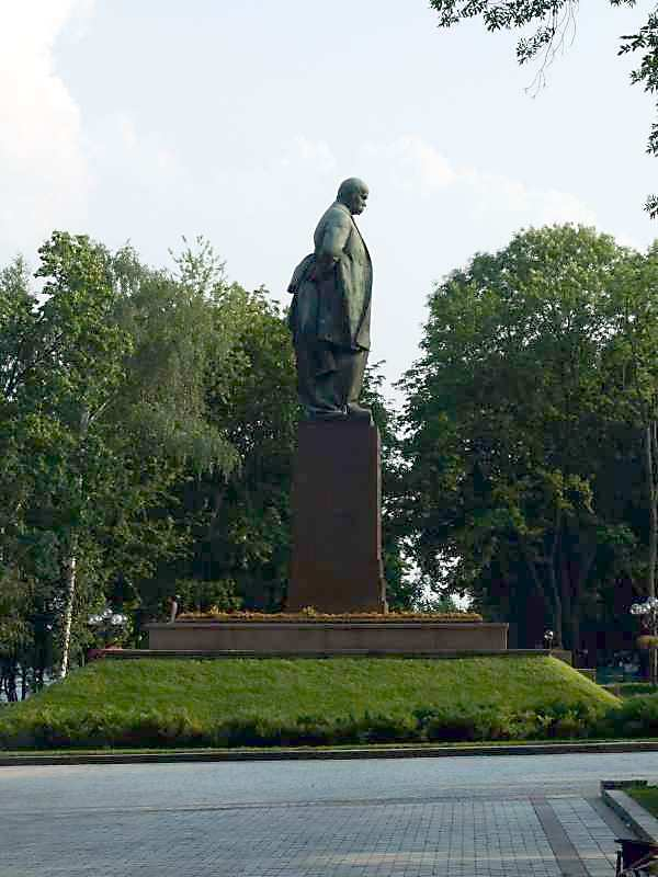 View from the left in profile -…